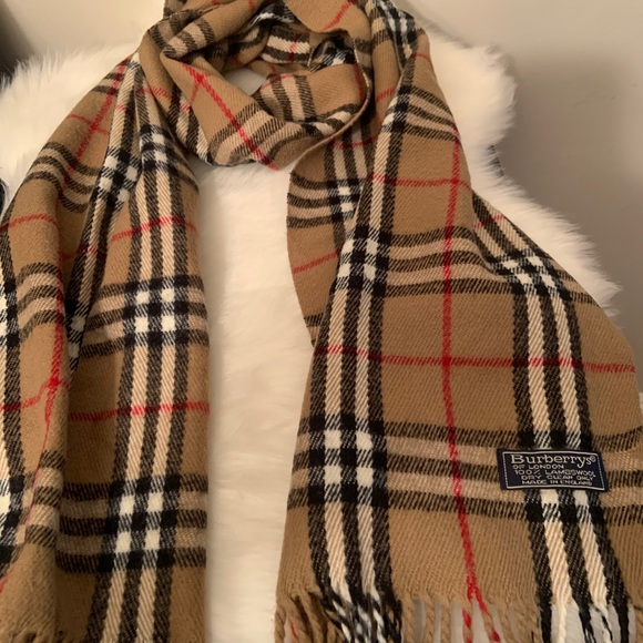 💯 Authentic Burberry Lambswool scarf